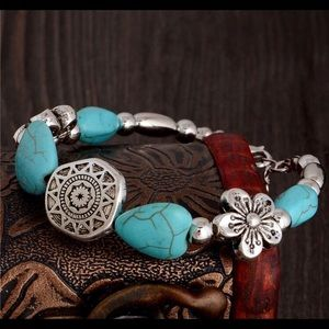Jewelry - New trendy chain link bracelet turquoise